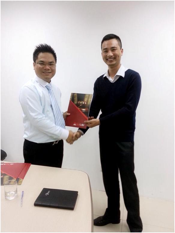Luật sư Nguyễn Bùi Anh Tuấn nhận quyết định bổ nhiệm