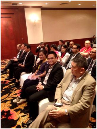Luật sư Nguyễn Thanh Hà cùng các đại biểu dự hội nghị