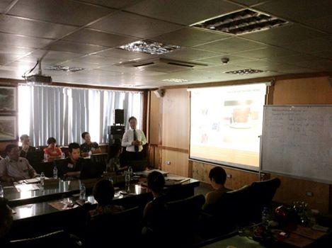 Luật sư Nguyễn Thanh Hà trong buổi thuyết trình với các doanh nghiệp
