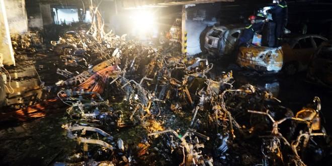 Hàng trăm ô tô, xe máy cháy rụi dưới hầm chung cư Carina Plaza-Ai đền bù-sblaw