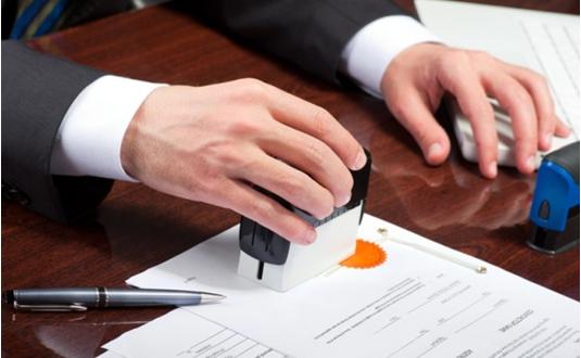 Có cần công chứng hợp đồng chuyển nhượng cổ phần - internet